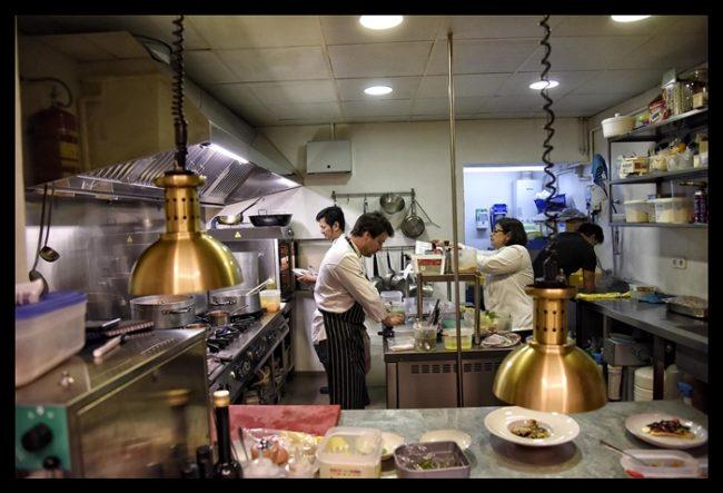 La cocina en pleno funcionamiento