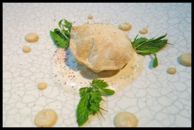 Bodrum, guisado de cordero, pan de pita, hummus, salsa de yogurt