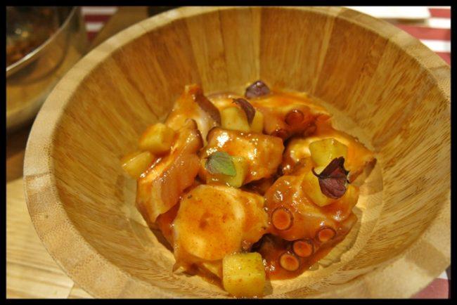 Pulpo a la china, con bambú y salsa agridulce